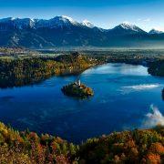 Prepolovljen broj turističkih dolazaka u Sloveniji u prošloj godini