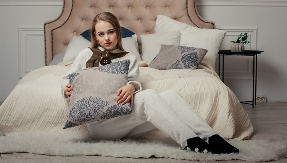 Bračni krevet i jastuci