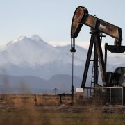 TRŽIŠTE NAFTE NASTAVLJA OPORAVAK Istorijski mesečni skok cene WTI nafte
