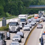 TRANSPORTNI SEKTOR VAŽAN DEO PRIVREDE Zajednički granični prelazi omogućili bi kraće čekanje kamiona