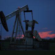 Cena nafte WTI nadvisila 60 dolara za barel, analitičari očekuju još više