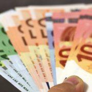 CRNOGORSKA DIJASPORA POSLALA OKO 15 MILIONA EVRA MANJE NEGO PROŠLE GODINE Korona uticala na priliv novca iz inostranstva