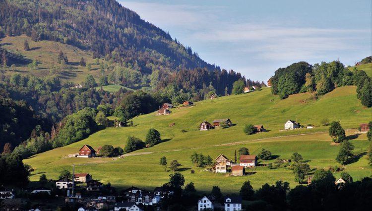 Država daje bespovratno novac za kupovinu seoskih domaćinstava