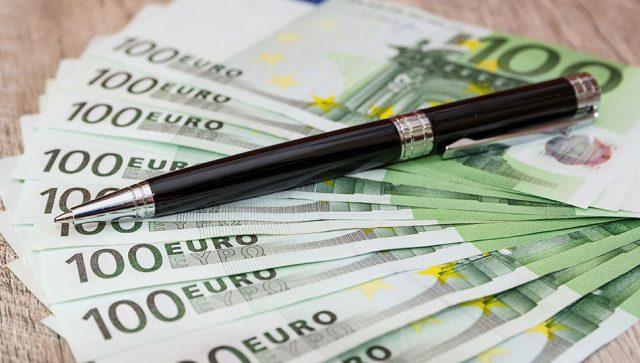 POMOĆ OD 20 MILIONA EVRA KREDITA ZA UBLAŽAVANJE POSLEDICA KRIZE Preko banke Intesa EBRD pruža podršku firmama i opštinama u Srbiji