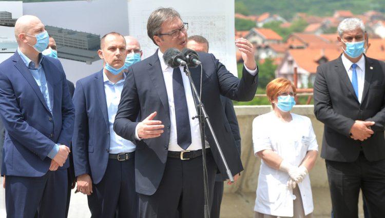 VEĆE PLATE U JAVNOM SEKTORU DO KRAJA GODINE, najavio predsednik Vučić