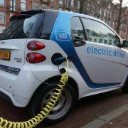 Porasla svetska prodaja električnih automobila