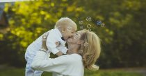 Kako nezaposlene porodilje mogu do finansijske podrške?