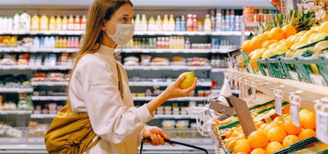 OBAVEZNE MASKE U SVIM ZATVORENIM PROSTORIMA U BEOGRADU Krizni štab doneo najnovije mere zbog porasta broja zaraženih korona virusom