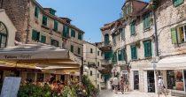UPRKOS PADU SEZONA PREVAZIŠLA OČEKIVANJA U Hrvatskoj prepolovljen turistički promet tokom jula i avgusta