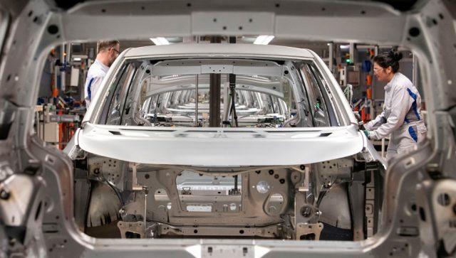 NEMAČKI GIGANT RADNICIMA DELI KORONA BONUS Daimler svojim zaposlenima daje po 1.000 evra