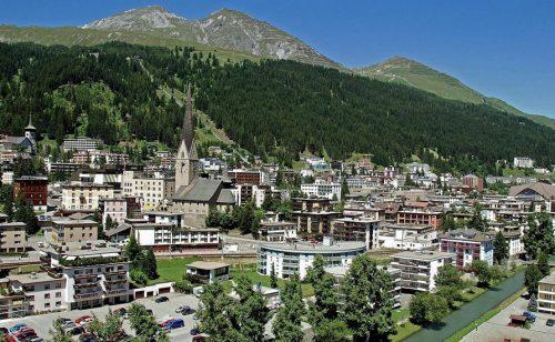 SVETSKI EKONOMSKI FORUM SELI SE IZ DAVOSA Švajcarski Alpi narednog leta neće ugostiti poslovne ljude i svetske lidere