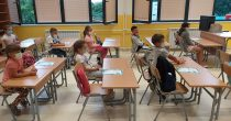 Stariji osnovci i srednjoškolci se vraćaju u školske klupe