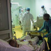 SMANJUJE SE BROJ ZARAŽENIH KORONA VIRUSOM NA BOLNIČKOM LEČENJU Još 2.018 novoobolelih u Srbiji, preminule 34 osobe