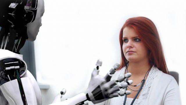 Roboti pomažu zaposlenima u jednom poštanskom objektu u Grčkoj