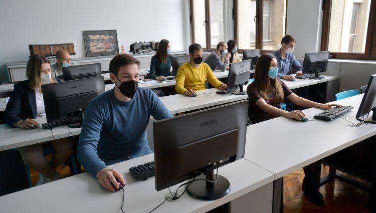 MANJA POTRAŽNJA ZA RADNICIMA U SRBIJI Sve više ljudi u potrazi za poslom, broj oglasa sve manji