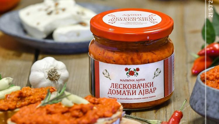 ZA NJIHOVU ZIMNICU NEMA ZIME Tradicionalni slatki i slani proizvodi iz Vlasotinca i pored krize nalaze svoj put do kupaca