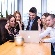 SRBIJI NEDOSTAJU IT STRUČNJACI I ZANATLIJE Skoro 80 odsto kompanija oseća posledice odliva kvalitetnih kadrova
