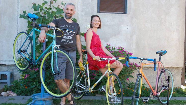 LJUBAV BRAČNOG PARA IZ LOZNICE VRTI TOČKOVE Unikatni bicikli privlače veliku pažnju