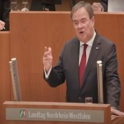 Posle 16 godina zamenio Merkelovu na čelu stranke