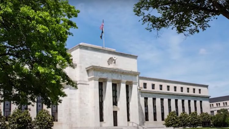 FED između ukidanja stimulativnih mera i daljeg rasta inflacije