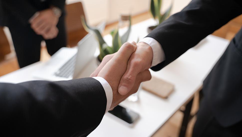 Rukovanje poslovnih ljudi