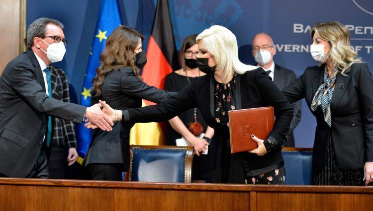 (FOTO) Potpisan sporazum o dodeli 12,5 miliona evra za Transbalkanski koridor
