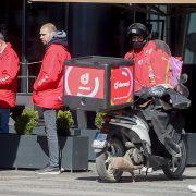 Dostavljači mogu mesečno da zarade i do 200.000 dinara, ali sve troškove plaćaju sami