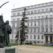 Kroz tri paketa pomoći svaki zaposleni u privatnoj firmi dobio 1.500 evra od države