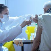 Revakcinisano više od milion građana Srbije, nažalost od posledica virusa preminulo 38 pacijenata, a čak 290 je na respiratorima