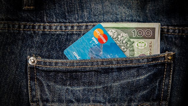 Građani Srbije čak 81 odsto transakcija plaćaju u kešu