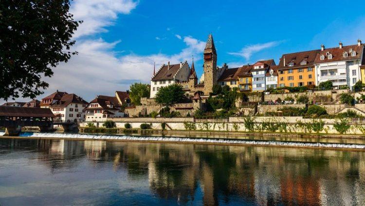 Svaki osmi stanovnik Švica i Cuga je milioner