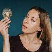 Više od pola računa za struju nema veze sa potrošenim kilovatima