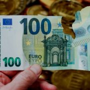 Pocepane pare nisu za bacanje, menjaju ih sve banke u Srbiji
