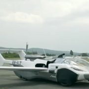 Leteći automobil proveo 35 minuta u vazduhu