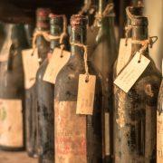 U bivšoj letnjoj rezidenciji grčke kraljevske porodice otkriveno 4.000 boca starog pića