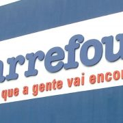 Milijarder Arno prodao lanac supermarketa Carrefour