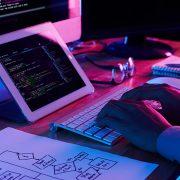 Poslodavci masovno traže IT kadrove, plate programera od 600 do 7.500 evra