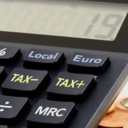 Veličina firme ključna za iznos taksi, naknada i finansijske izveštaje